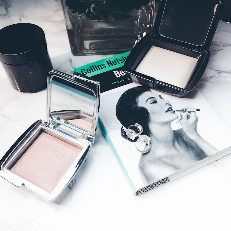 HOURGLASS STROBE LICHTING POWDER IRIDESCENT STROBE LIGHT